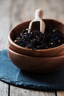 Rauwe zwarte thee