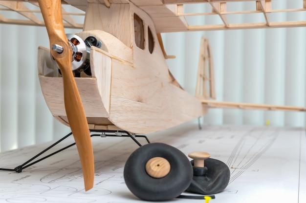 Rc vliegtuig constructie balsahout
