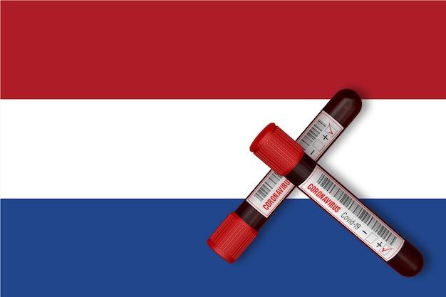 Reageerbuisjes met de inscriptie 2019-ncov op de achtergrond van de nederlandse vlag. 3d-rendering