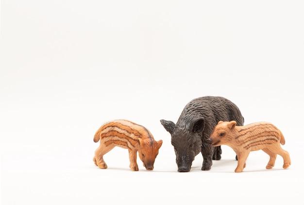 Realistisch dierenspeelgoed wilde zwijnenfamilie
