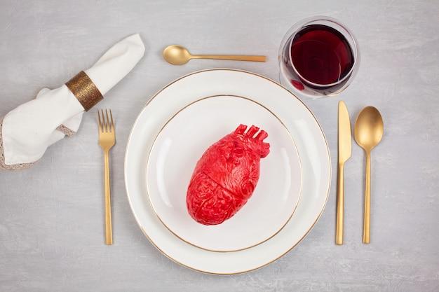 Realistisch hart op de eettafel in de plaat