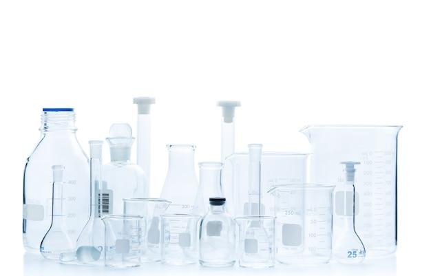 Realistische glazen laboratoriumapparatuurset.