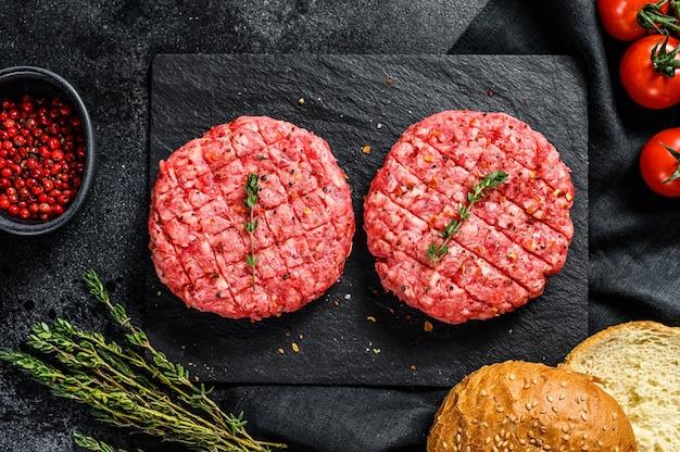 Recept voor hamburgers met gemarmerde runderpasteitjes, schnitzels