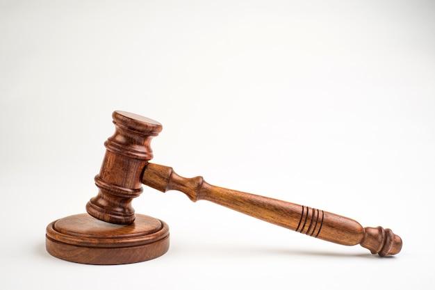 Rechter's hamer op wit