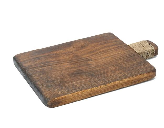 Rechthoekig bruin leeg oud snijdend keukenbord dat op wit wordt geïsoleerd