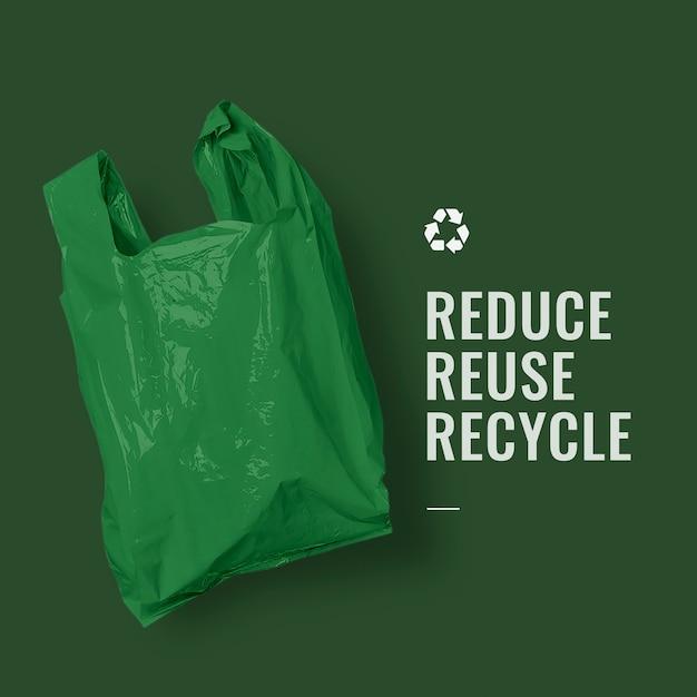 Recyclagecampagne voor hergebruik verminderen met groene plastic zak