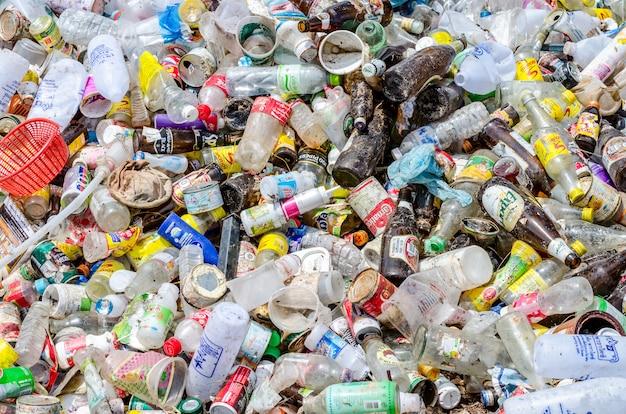 Recycle afval bij de verwijdering van stedelijk afval door middel van open dump-processen.