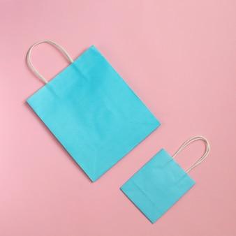 Recycle papieren zak geïsoleerd op roze mockup voor ontwerp