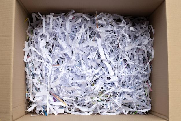 Recycle schokbestendig papier in een kartonnen doos