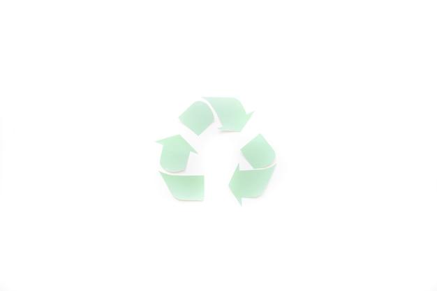 Recycleer embleem op witte achtergrond