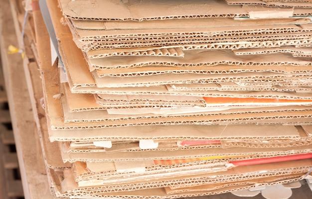 Recycleer papier uit dozen