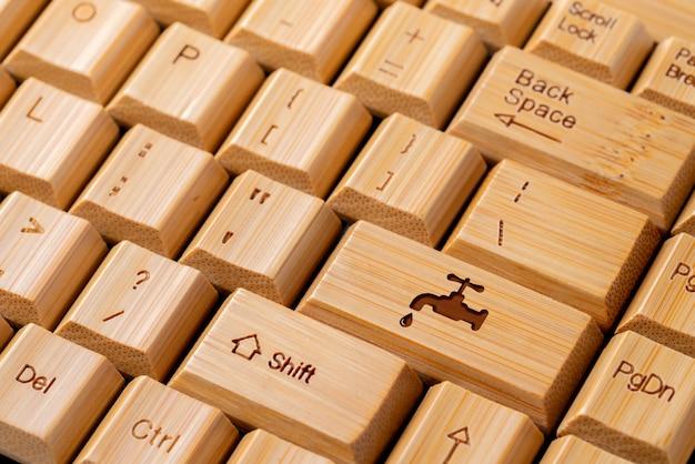 Recycleer pictogram op computertoetsenbord voor en ecoconcept