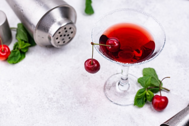 Red cherry martini zomer cocktail