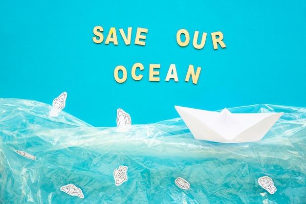 Red onze oceaanwoorden en papierboot