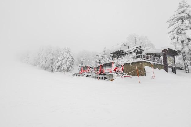 Red snow blower machine voertuig