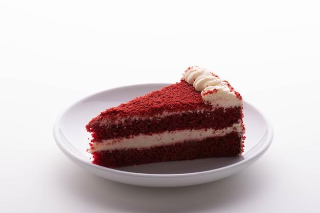 Red velvet cake isoleren achtergrond