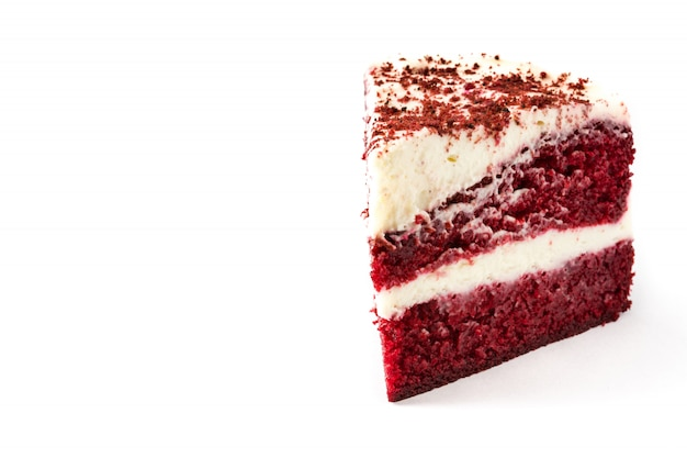 Red velvet cake segment geïsoleerd op wit. copyspace