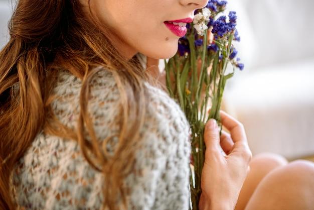 Reeks bloemen voor het maken van boeket met instrument