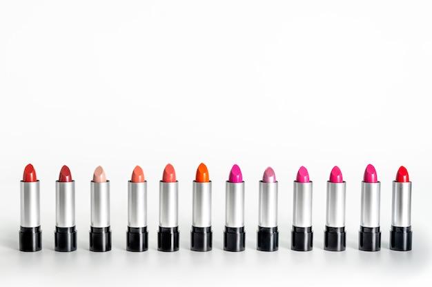 Reeks kleurrijke lippenstiften