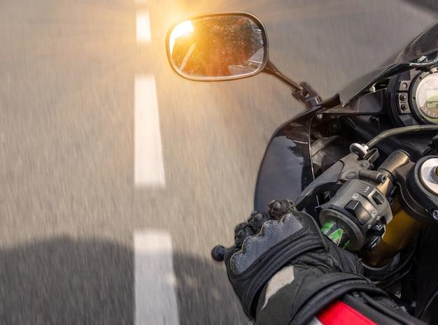 Reflectie in motorspiegel