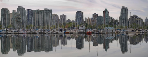 Reflectie op vancouver bc waterfront marina