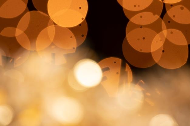 Reflecties en gouden lichten op feestje
