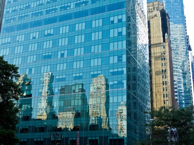 Reflecties gebouwen architectuur blauw