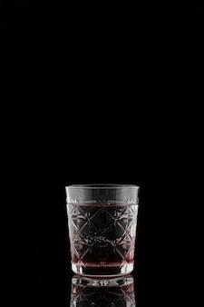 Regeling met glas en zwarte achtergrond