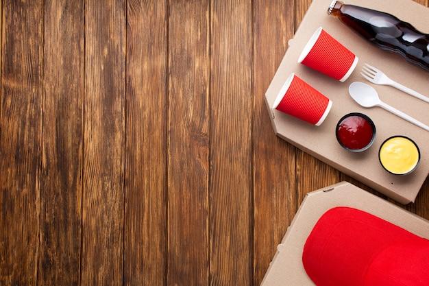 Regeling met pizza op houten achtergrond
