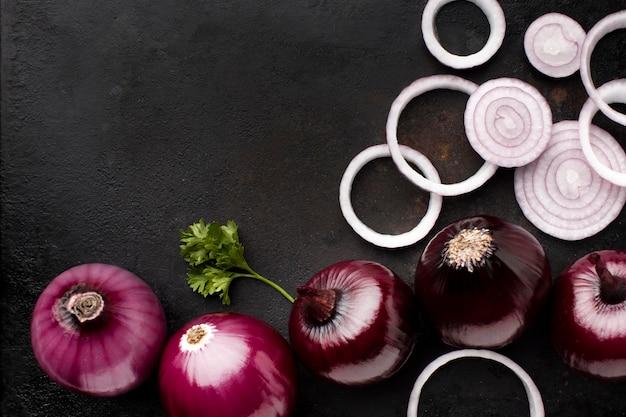Regeling met rode uien boven weergave