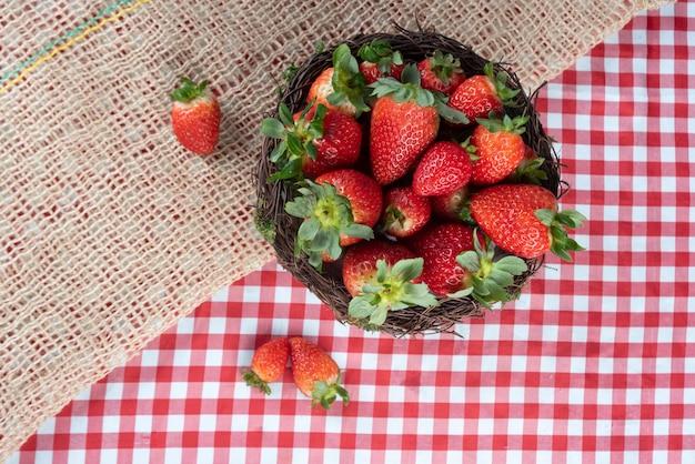 Regeling met verse aardbeien