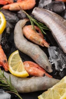 Regeling van bevroren zeevruchten op tafel