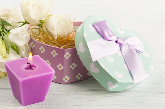 Regeling van bloemen, pastel geschenkdoos