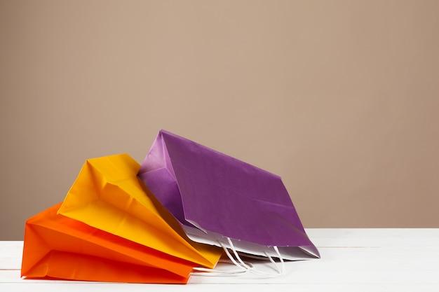 Regeling van boodschappentassen op beige