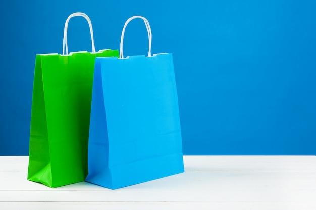 Regeling van boodschappentassen op blauw