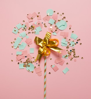 Regeling van confetti en stro bovenaanzicht