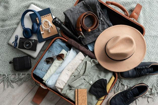 Regeling van kleding en accessoires in een koffer