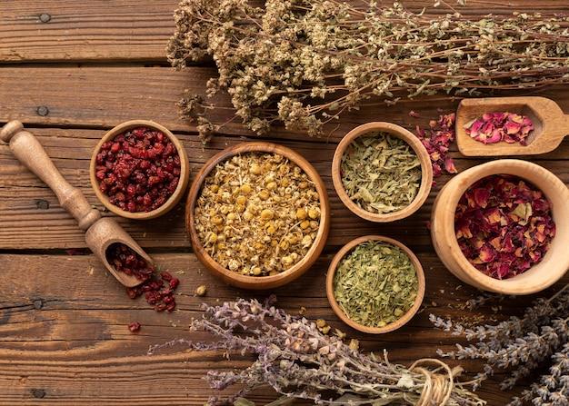 Regeling van natuurlijke verschillende kruiden bovenaanzicht