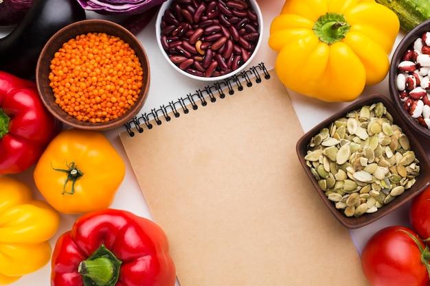 Regeling van verschillende groenten met lege blocnote