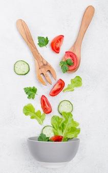 Regeling van verschillende ingrediënten op een witte achtergrond