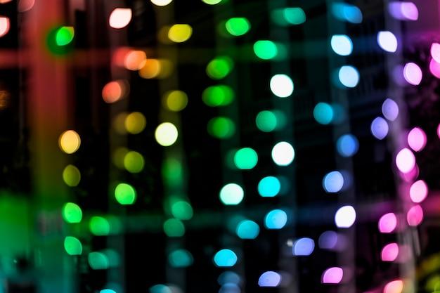 Regenboog gekleurde glinsterende glans bollen lichten achtergrond