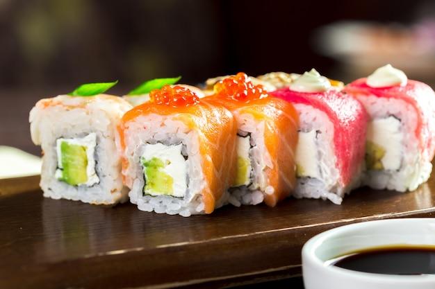 Regenboog maki sushi