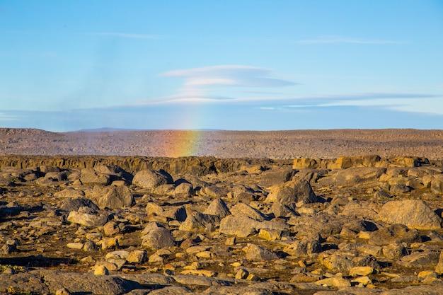 Regenboog van waterval dettifoss in ijsland