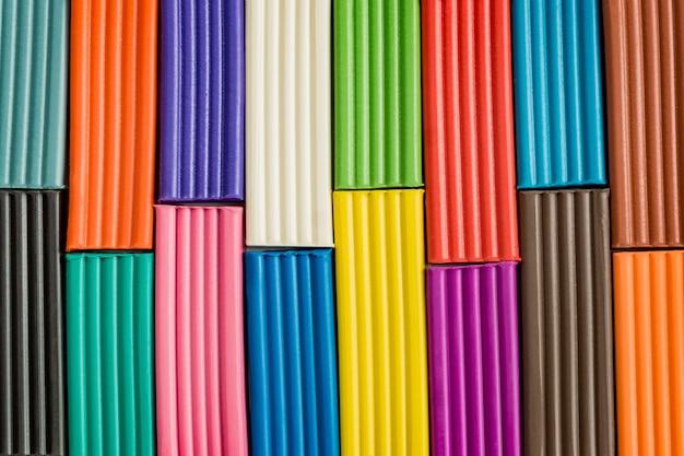 Regenboogkleuren van boetseerklei
