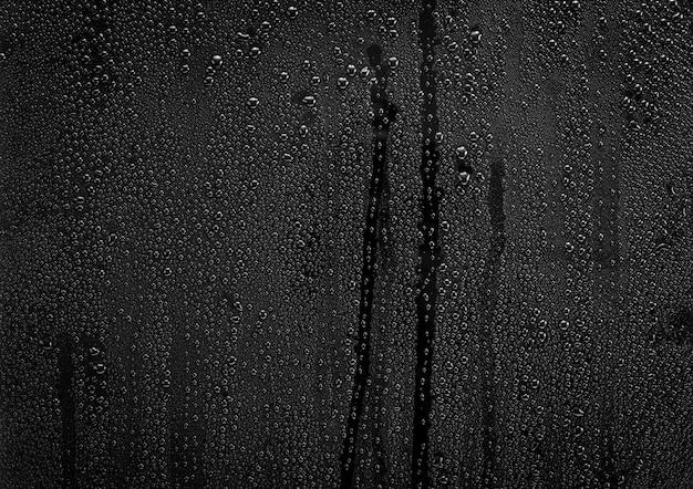 Regendruppels op glas