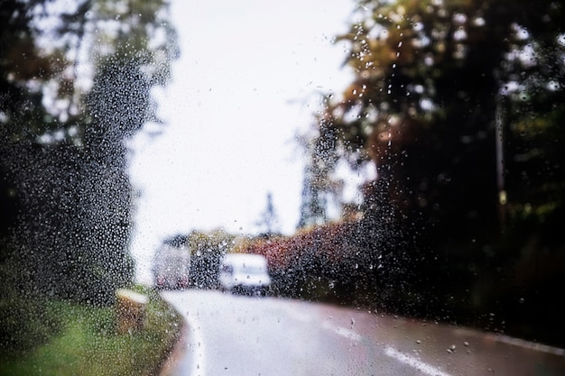 Regeneffect op wegachtergrond
