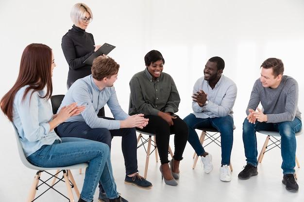 Rehab-patiënt met elkaar praten