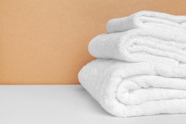 Reinig zachte handdoeken op kleur