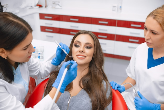 Reinigen en polijsten van tandglazuur in de tandartspraktijk