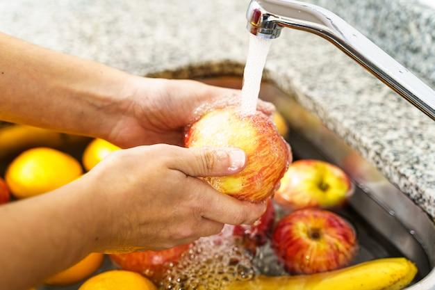 Reiniging van groenten en fruit door coronavirus